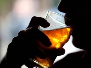 De ce consumul de alcool devine periculos. Foto: digi24.ro