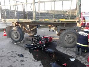 Adolescenta care se afla pe motocicleta care a intrat într-o remorcă a murit după 10 zile de spitalizare