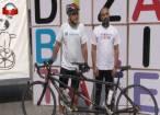 """""""Zidul dizabilității"""", dărâmat în mod simbolic de doi biciclişti"""
