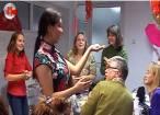 Lecţie de gătit găluşte chinezeşti, cu studenţii de la USV