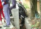 Şi-a pierdut viaţa după ce s-a răsturnat cu maşina într-un şanţ betonat adânc de peste doi metri