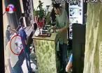 Tânăr reţinut după ce a furat un telefon de pe masa unui bar, de lângă păgubit
