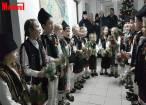 """""""Istețeii"""" de la Moldovița au încântat redacția """"Monitorul"""" cu un spectacol de tradiții de iarnă"""