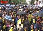 Câteva mii de membri şi simpatizanţi PNL au înfruntat ploaia şi frigul pentru a participa la un miting electoral