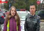 Polițiști au împărțit flori doamnelor, împreună cu copii voluntari